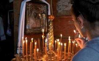 Для чего ставят свечи в храме