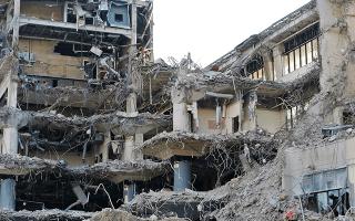 К чему снится разрушенный дом: видеть свой или чужой, большое здание или разрушение домов, значение в сонниках