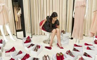 К чему снится мерить обувь по сонникам Хассе, Миллера